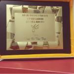 """Hồng Linh Cốt vinh dự nhận """"chứng nhận"""" từ ban tổ chức giải cầu lông Cúp Báo lao động 2015"""