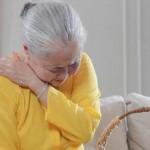 Tại sao đau nhức xương khớp tăng vào mùa đông hay giao mùa?